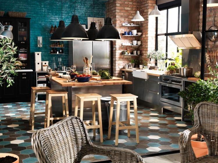 décoration-intérieure-éclectique-cuisine-murs-brique-suspensions-noires