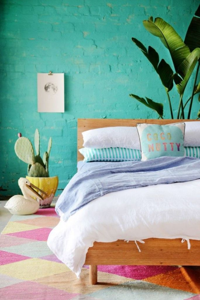un-mur-en-briques-bleu-turquoise-dans-la-chambre_5403235