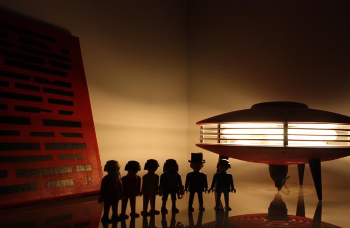 Lampe soucoupe - indola rouge vintage